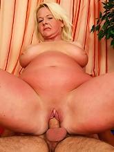 voluptuous chubby mature slut gets freaky-deeky_30