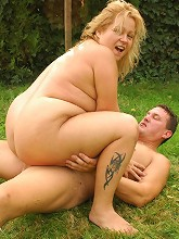 Horny blonde BBW Helga giving off a blowjob and taking deep cock dipping in this live outdoor sex_30