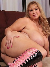 These updates never get tiring! The sexy Samantha38g cant get enough of the way she gets u horny! She rubs her sexy BBW body an_30