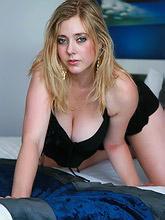 17 blonde amateur stripping_30