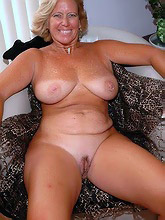 266 curvy voluptuous women_30