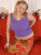Overweight teeny gets rid of her clothes on camera_30