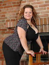 incredibly busty bbw bombshell_30